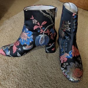 Zara embroidered chunk heel zip back ankle boots